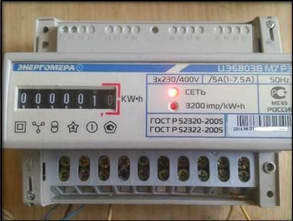 на переднюю панель выведены два led-индикатора