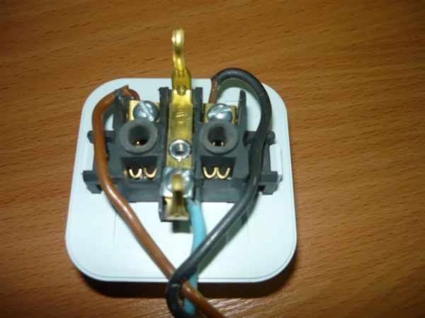 Подсоединение проводов к накладной розетке