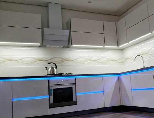 Светодиодная подстветка нижних шкафов на кухне