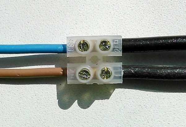 Соединение проводов с помощью винтовой клеммной колодки