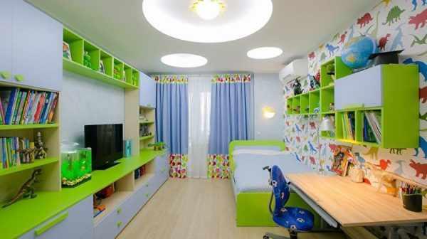 Для детской комнаты отлично подходят потолочные светильники с плоскими плафонами