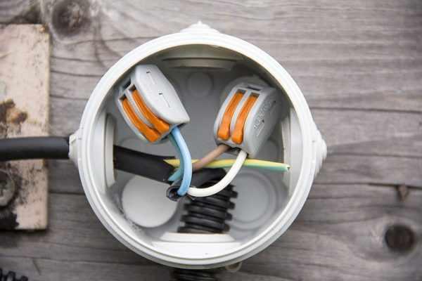 Соединение проводов в распредкоробке с помощью клеммников