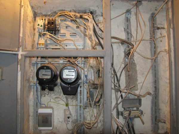 Электрощиток в старой пятиэтажке