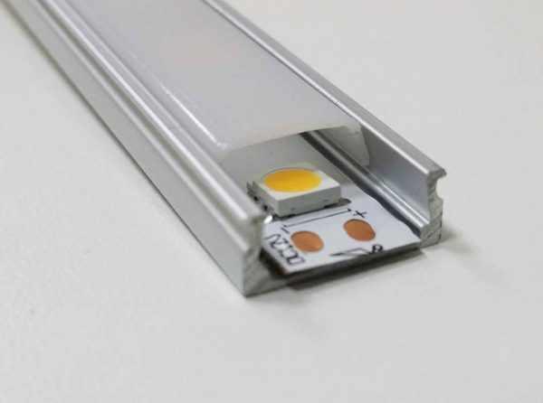 Алюминиевый профиль выполняет функцию отвода тепла от светодиодов