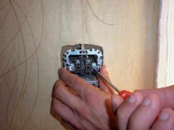 Самостоятельное выполнение мелкого ремонта розетки