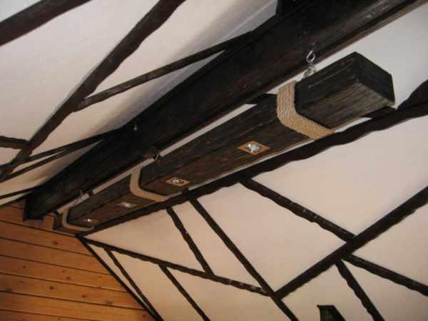 Оригинальный светильник из деревянного бруса