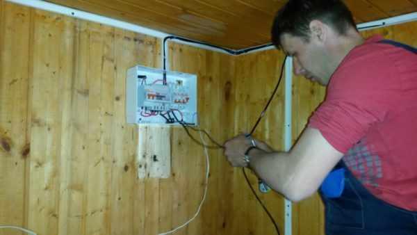 Визуальный осмотр электропроводки в частном доме