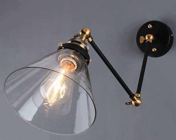 Настенный светильник для спальни на кронштейне