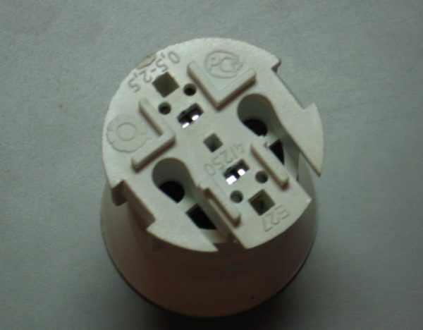 Патрон для ламп с пружинными контактами