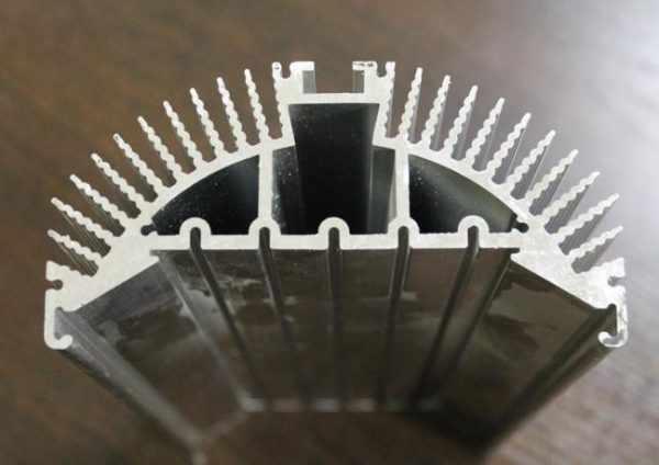 Алюминиевый профиль для радиаторов охлаждения светодиодных лент