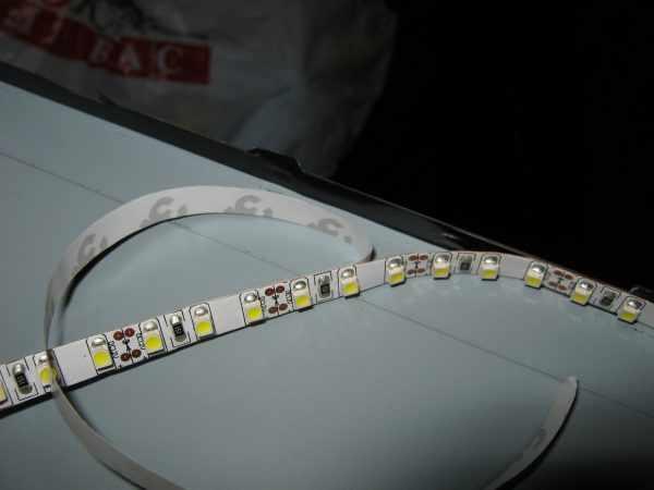 Приклейка светодиодной ленты
