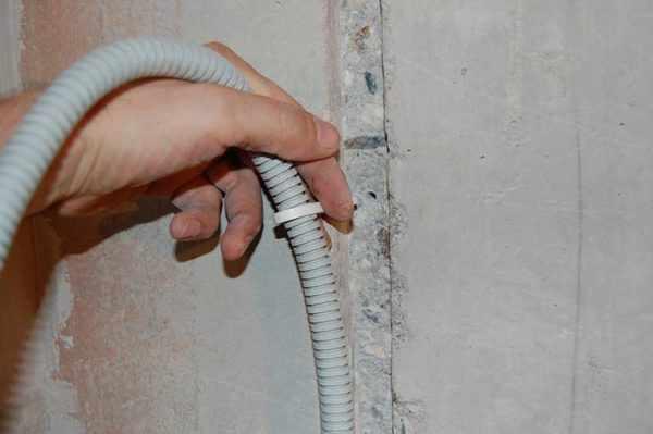 Использование гофротруб позволяет оперативно заменить проводку