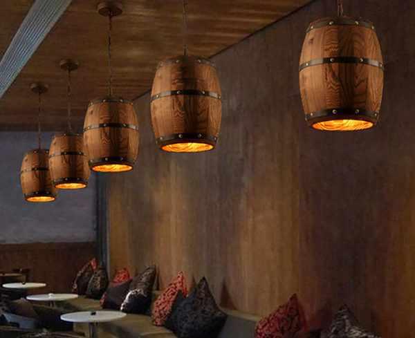 Деревянные светильники в кафе