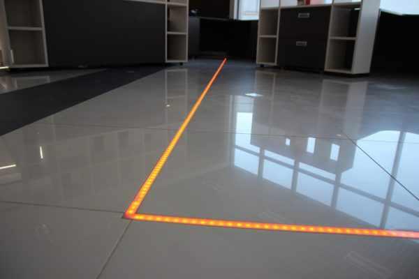 Светодиодная лента встроенная в пол из керамогранита